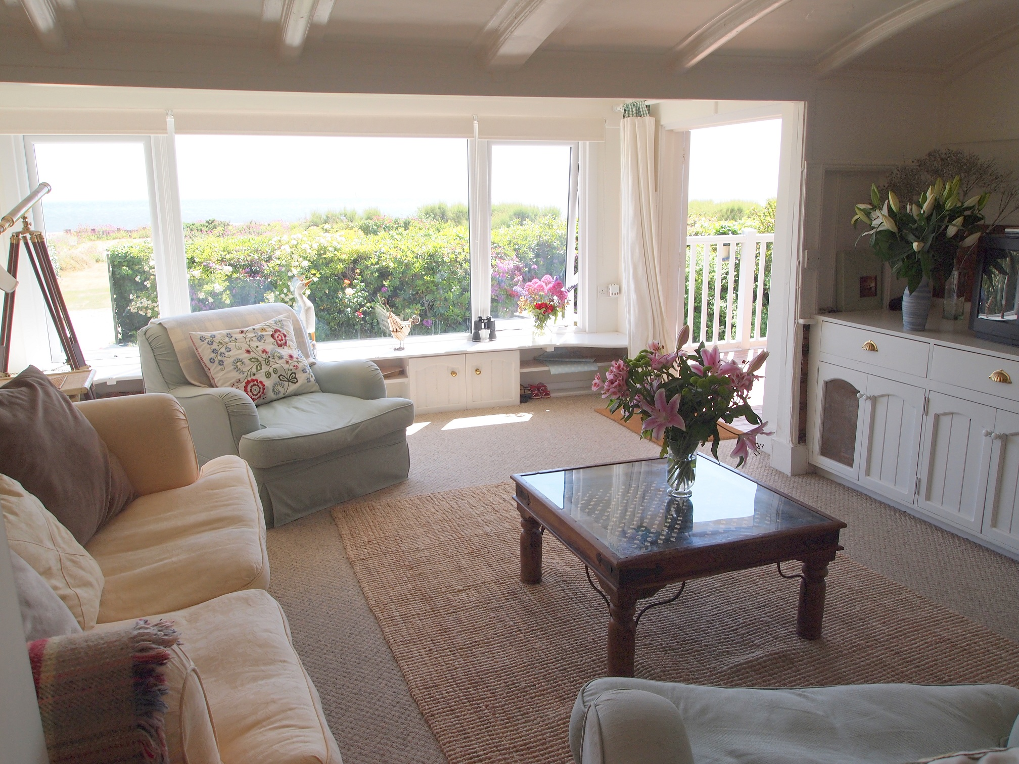 Sitting room with sea view